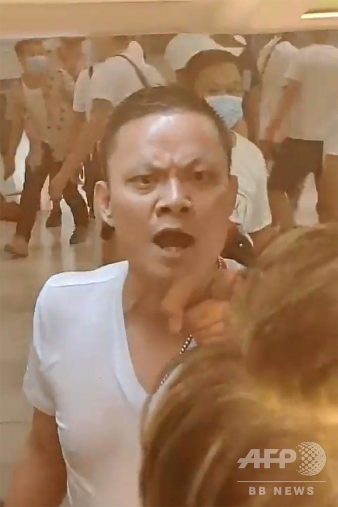 共産党の宿敵から相棒に? デモ隊襲撃疑われる香港マフィア「三合会」