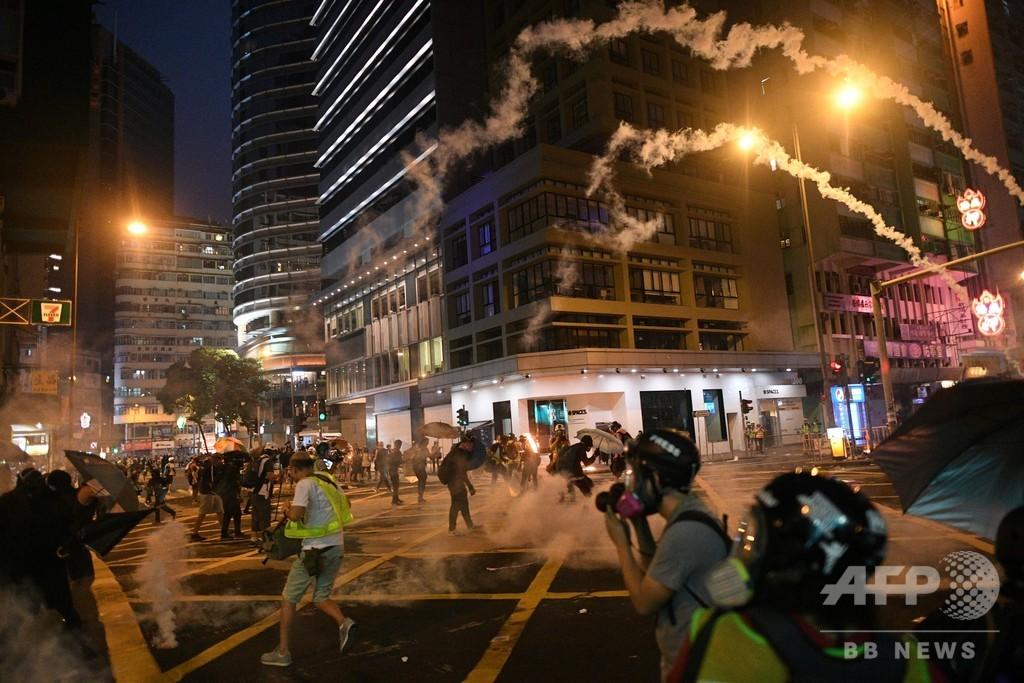 祝賀ムードをかすませる「燃える香港」 中国建国70周年