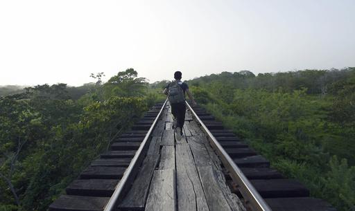 【AFP記者コラム】「怪物列車」に打ち砕かれる中米移民の若者の夢