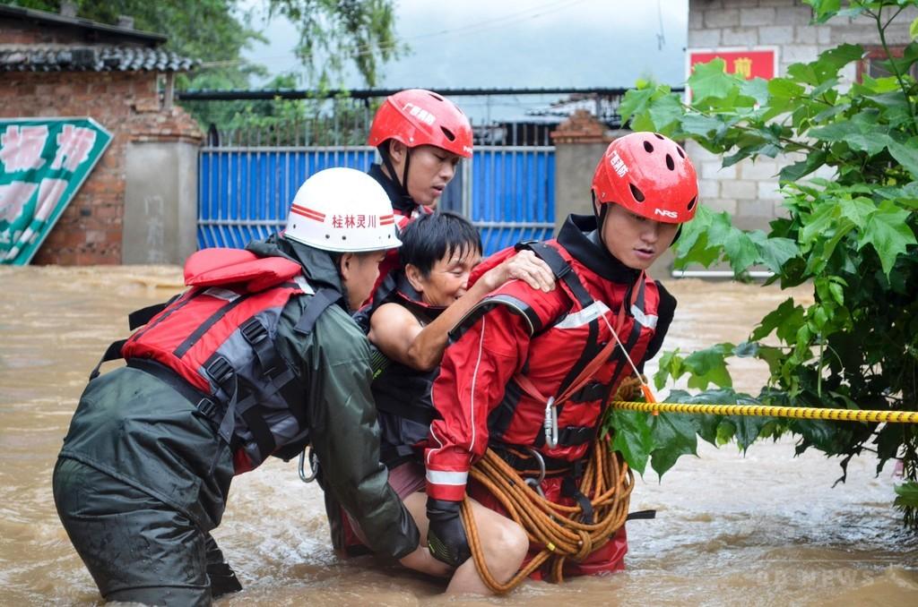 中国で豪雨、洪水被害相次ぐ 死者・行方不明者30人超