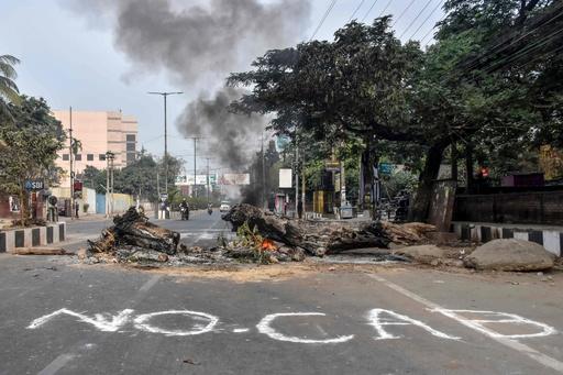 警察発砲で2人死亡 インド市民権法案への抗議デモ