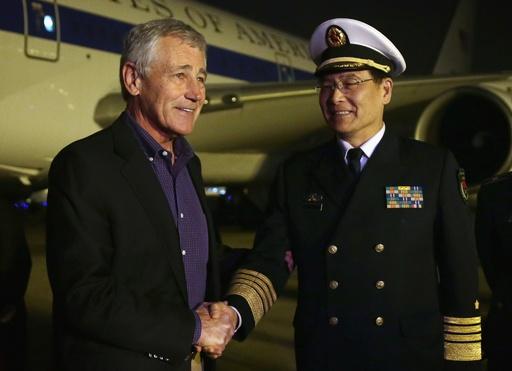 米国防長官、中国初の空母「遼寧」を視察