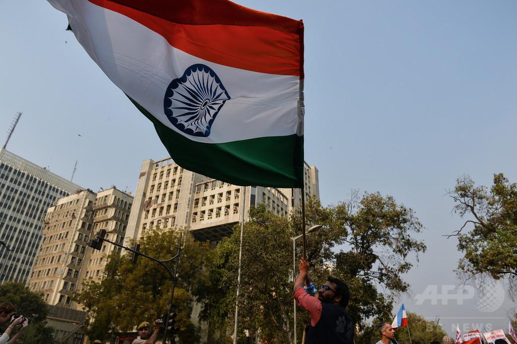 インドで集団リンチ、「人間をいけにえ」と噂の一家を焼き殺す