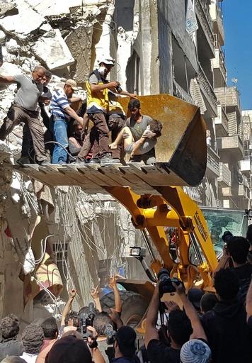 シリア政府軍攻撃で民間人18人死亡、イドリブ県
