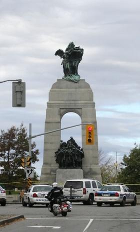 カナダ銃撃犯、テロ監視対象の男と特定