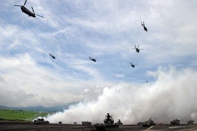 陸上自衛隊「富士総合火力演習」の予行演習