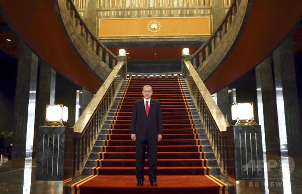 「金の便座見つけてみろ」トルコ大統領、公邸批判の野党を招待