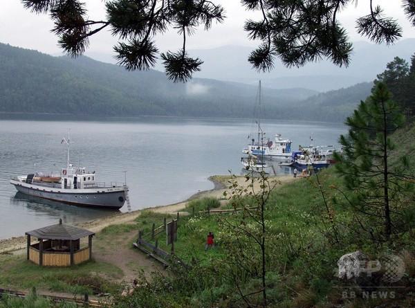 溺れた妻助けた若者を酔って刺殺 露バイカル湖で男逮捕