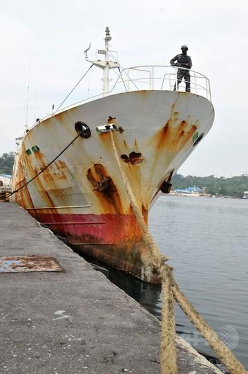 インドネシア当局、「奴隷船」拿捕 インターポールが手配