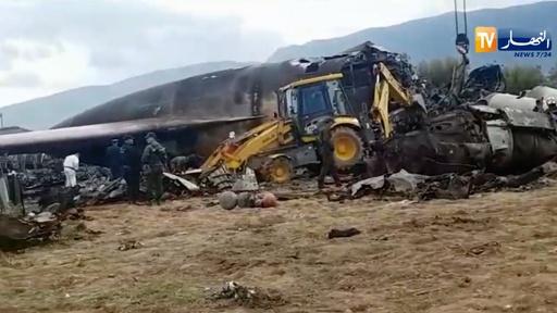 動画:アルジェリアで軍用機が墜落、257人死亡