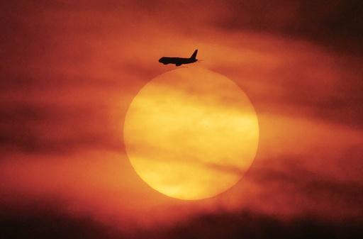 イラン・イラク領空を航空各社が回避 一部欠航も