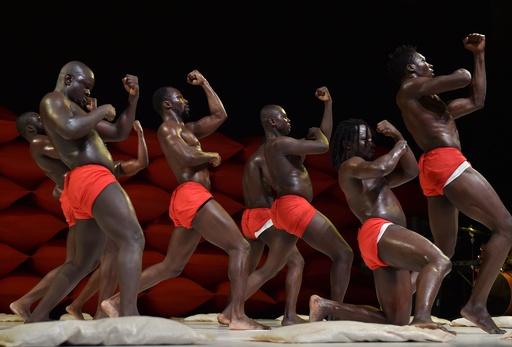 アフリカ各国からパフォーマーが集結、芸術見本市