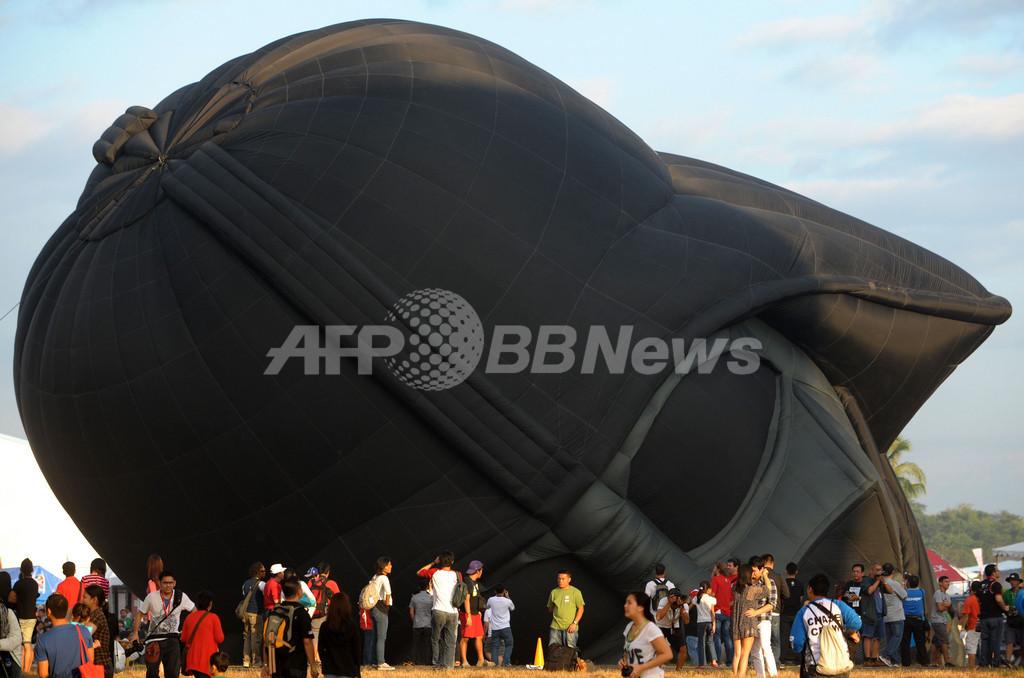 フィリピンで国際熱気球フィエスタ、「ダース・ベイダー」の気球も