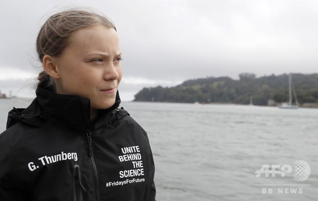 ヨットで米NY目指す高校生環境活動家のチーム、一部は空路移動 ネット上で批判