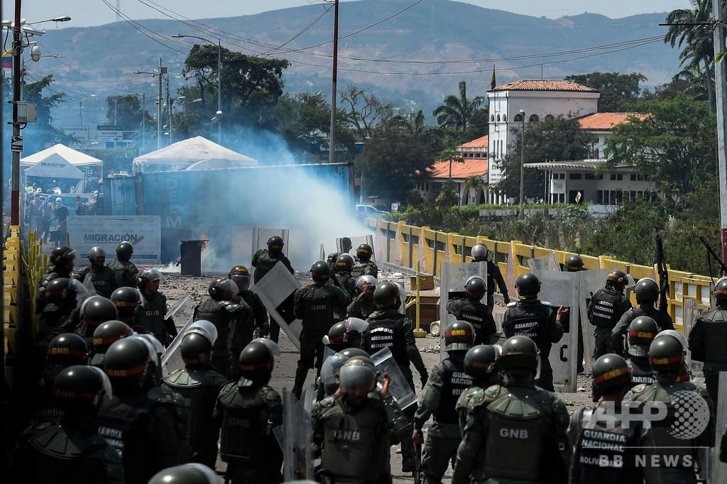 米国務長官「マドゥロ氏の失脚近い」 国境ではベネズエラ兵ら150人超が脱走