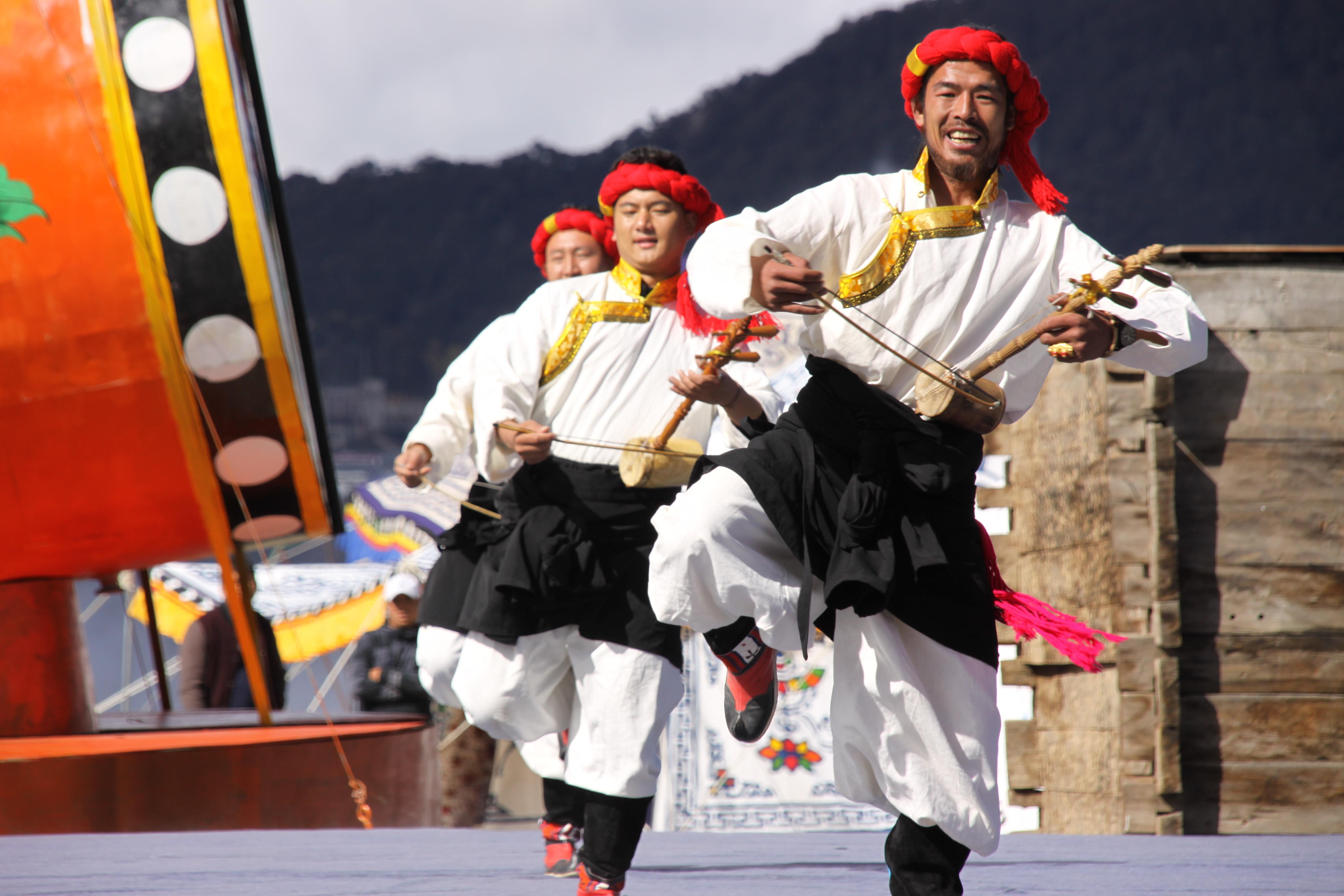 「シャングリラ・梅里雪山弦子祭り」開幕 中国雲南省