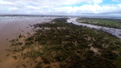 動画:サイクロン襲来のモザンビーク、空から見る冠水した被災地