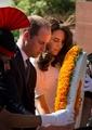 風でスカートが…キャサリン妃の写真掲載したインド紙に批判殺到
