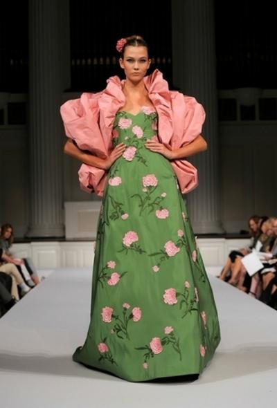 <11年春夏NYコレクション>オスカー・デ・ラ・レンタ、新作を発表