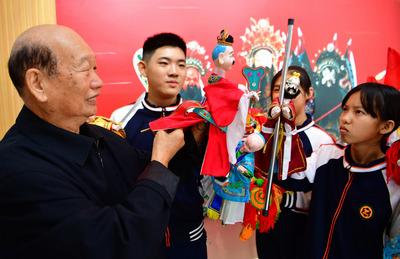 2千年近い歴史持つ「漳州人形頭彫刻」を継承 福建省