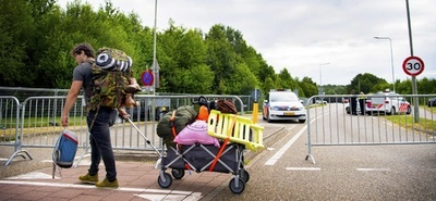 オランダ野外音楽祭の会場付近で車突入、4人死傷 依然逃走中