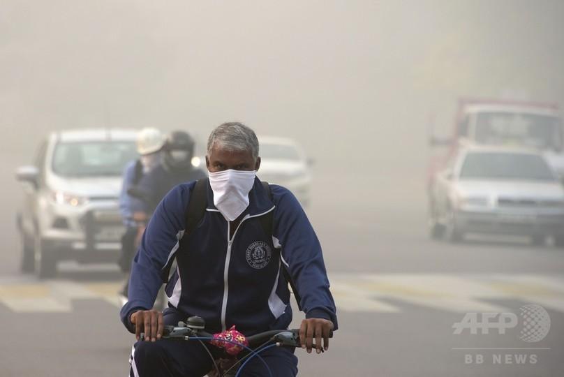 印ニューデリー、大気汚染深刻化で車両規制