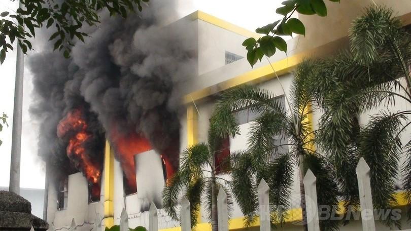 ベトナムの反中デモで500人拘束、工場に放火など暴徒化