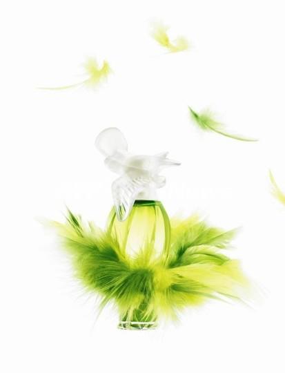 ニナ・リッチの香水「レールデュタン」60周年、ドレスを基に限定ボトル作成