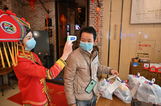 中国の外食企業、9割が資金不足 「無接触の出前」で急場しのぐ