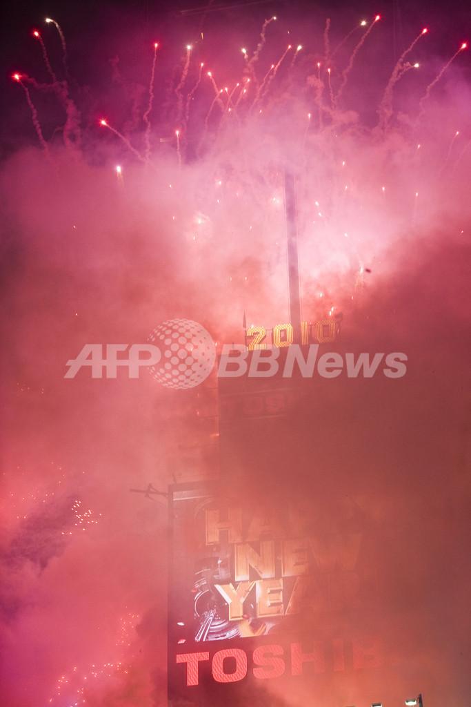 新年恒例のボールドロップ、米タイムズスクエア