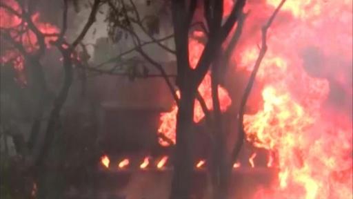 動画:タンクローリーが事故後に爆発、64人死亡 タンザニア