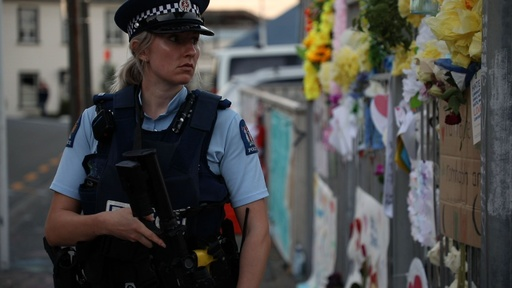 動画:NZ銃乱射事件、首都で半旗 モスク前では犠牲者追悼