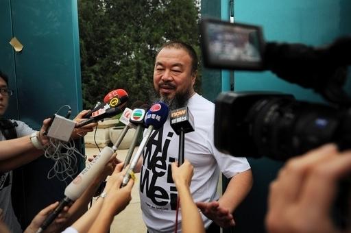保釈中の艾未未氏が米誌に寄稿、「北京は悪夢」