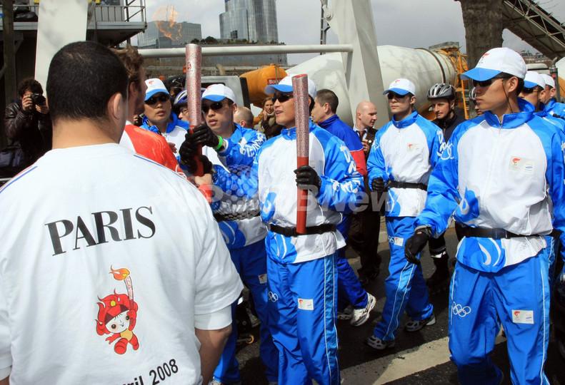「聖火リレーの混乱は中国側組織委の責任」、仏内相