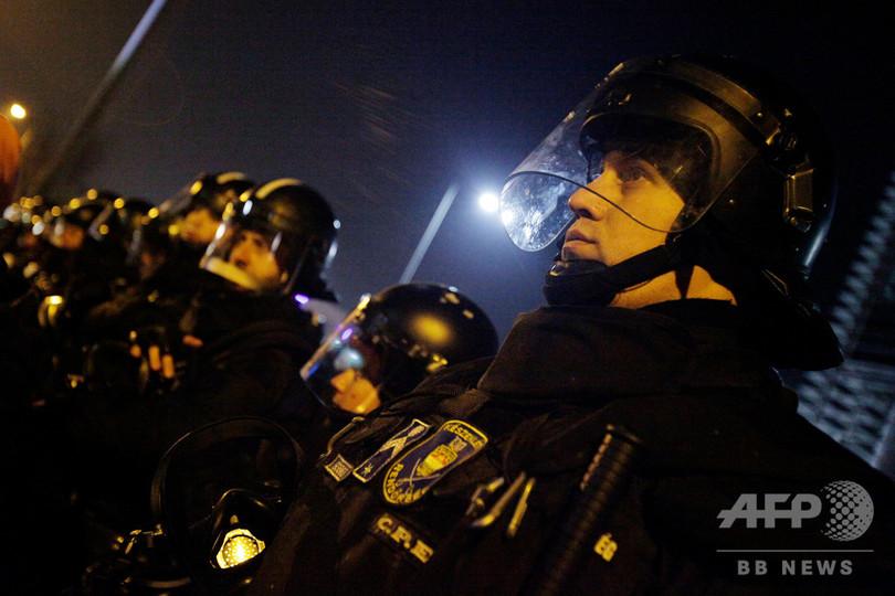 「奴隷法」に揺れるハンガリー、警官2300人が年5万時間分の残業代要求