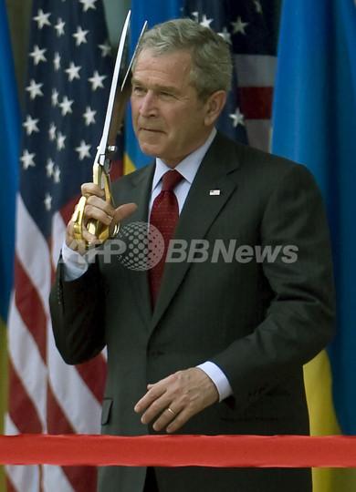 ブッシュ米大統領、ルワンダ訪問
