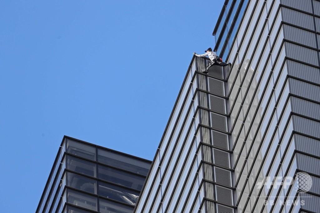 仏スパイダーマン、英金融街シティーの「最高峰」登頂し逮捕