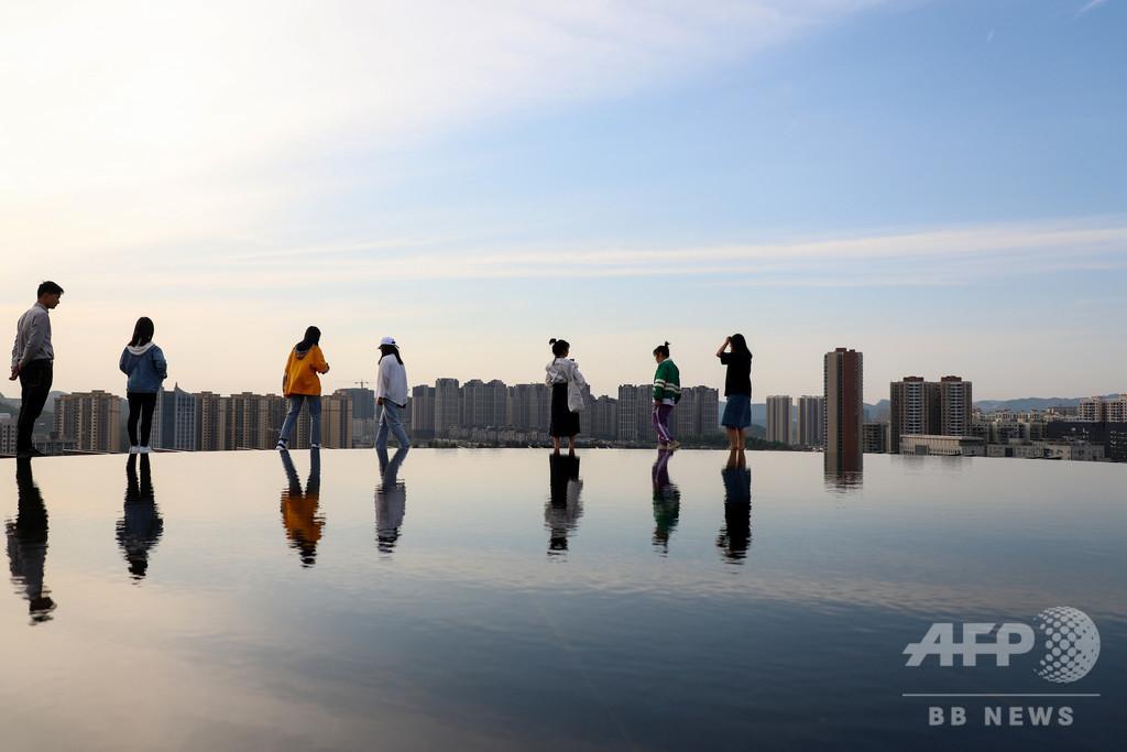旅行客を魅了する「天空の鏡」 貴州・貴陽