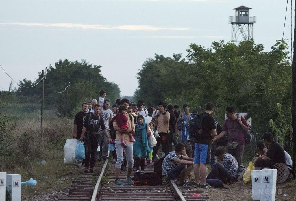 独仏首脳、欧州難民危機で団結呼び掛け