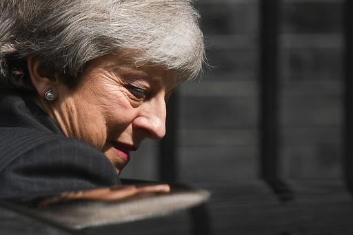 英政府、EU離脱めぐる重要採決を延期へ