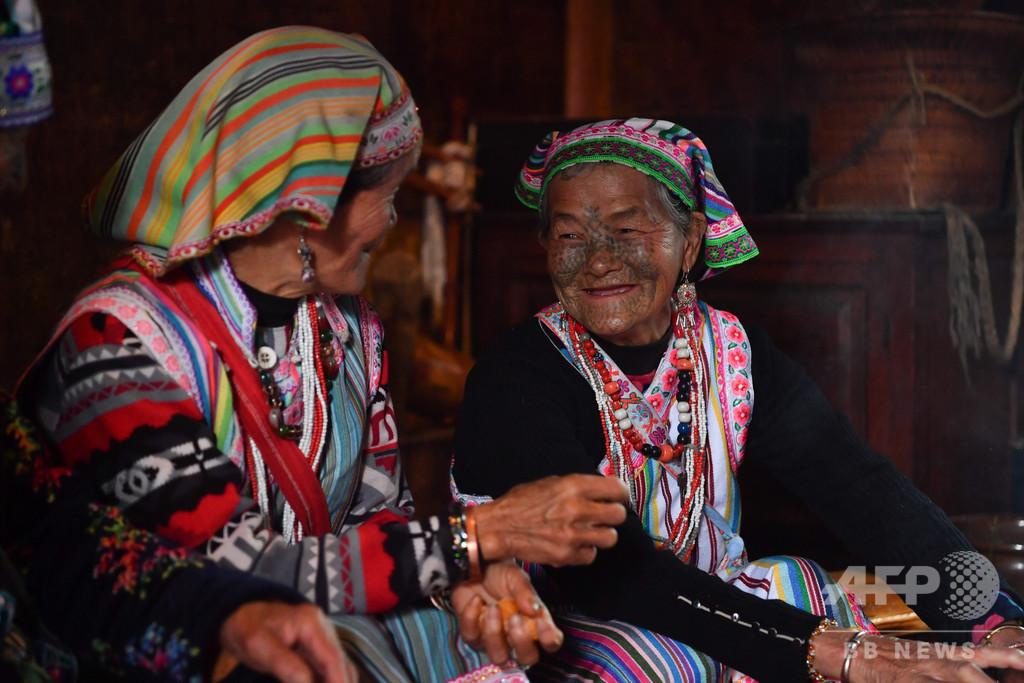 顔の入れ墨が語る文化、トールン族の最後の「紋面女」 中国・雲南