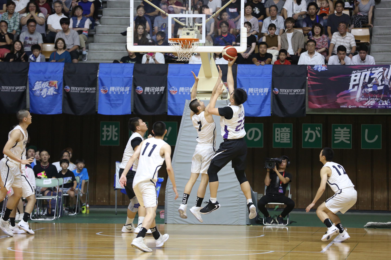 中国の選抜高校生バスケチーム、能代工業に勝利