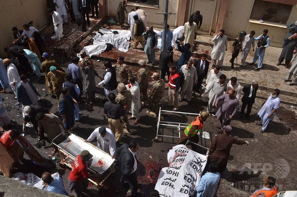パキスタン病院で自爆攻撃、70人死亡 タリバン分派が犯行声明