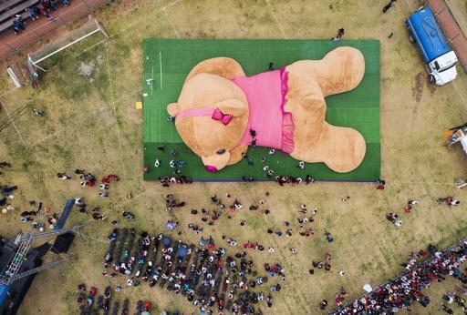 全長20m! 世界最大のテディベア、ギネス認定 メキシコ