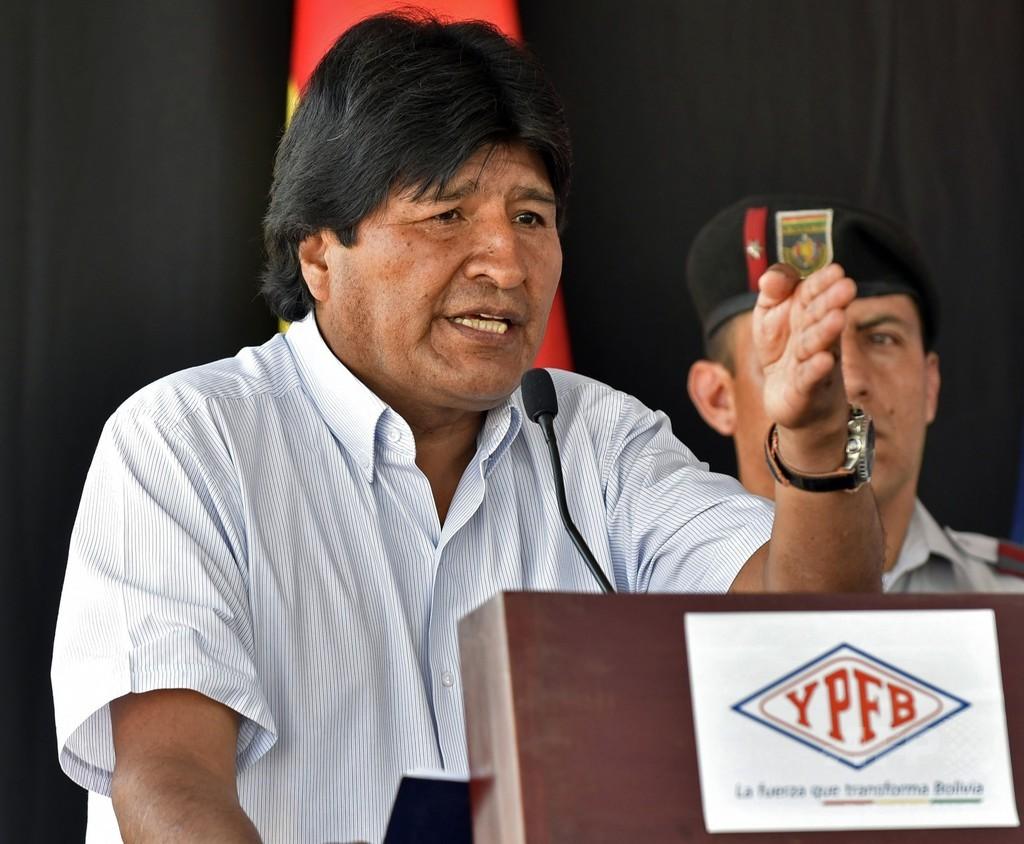 ボリビア大統領、「レズビアン」発言で謝罪