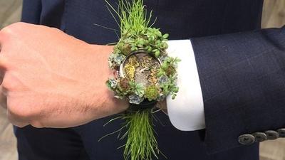 動画:植物を使用した「母なる自然」の腕時計、時計見本市で初公開 ジュネーブ