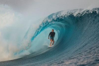 南太平洋フィジーでプロサーフィン大会