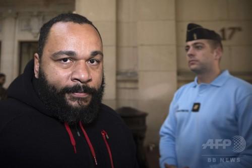 仏芸人、「テロ擁護」発言で裁判へ