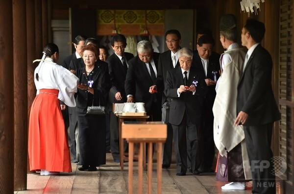 安倍首相、靖国神社に玉串料奉納 議員ら集団参拝