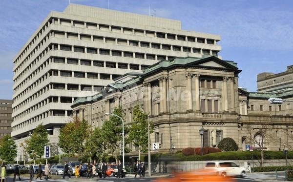 日銀、8兆円を即日供給 日経平均終値8605円15銭